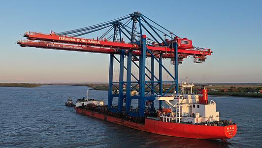 Two new container gantry cranes for the Burchardkai
